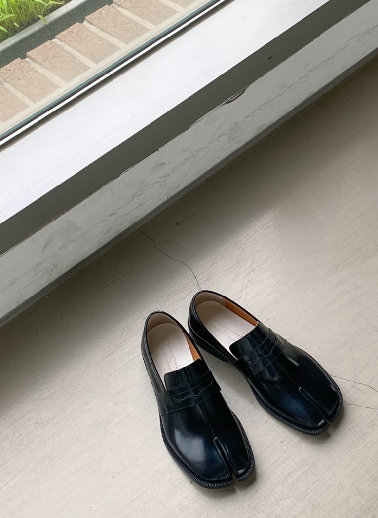 Modern Tabi Loafer